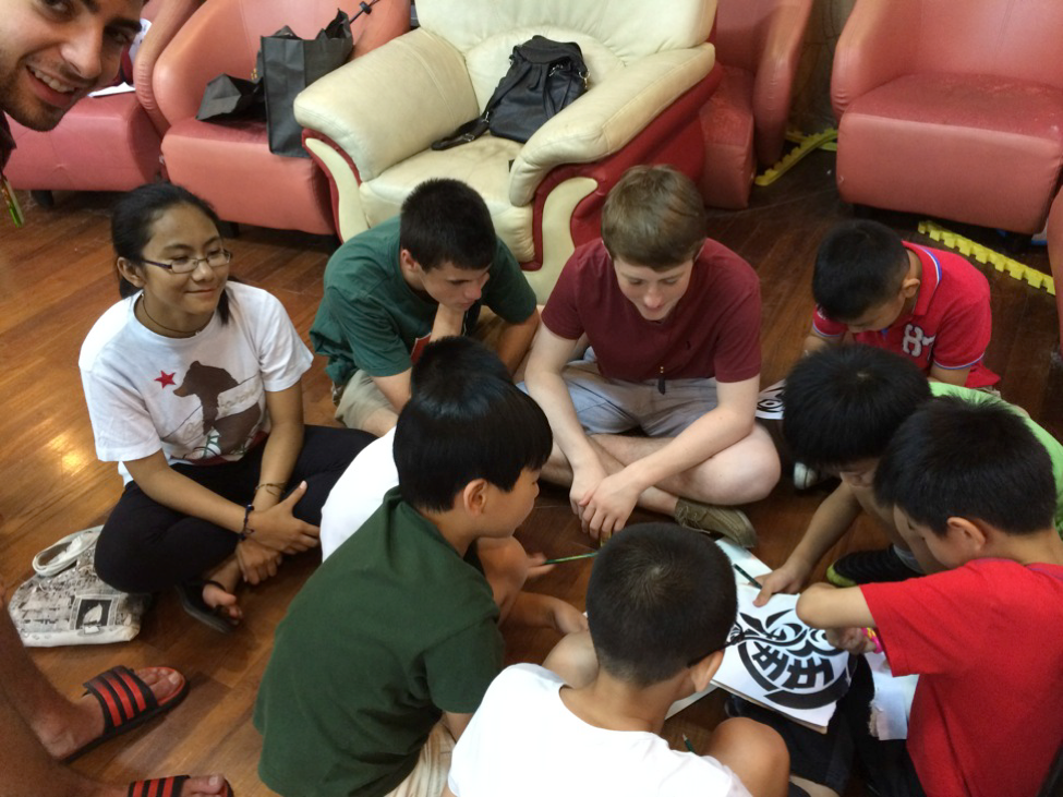 NSLI-Y China student participate in a community service activity.