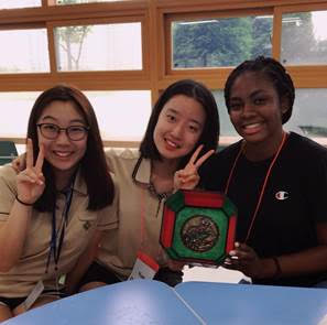 NSLI-Y Korean participants making Hanji crafts.